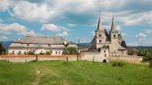 Spisska Kapitula - Saint Martins gothic cathedral and wall of fo — Stock Photo