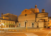 PADUA, ITALY - SEPTEMBER 10, 2014: The Cathedral of Santa Maria Assunta (Duomo) and Baptistery in evening dusk. — Stock Photo