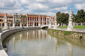 PADUA, ITALY - SEPTEMBER 10, 2014: Prato della Valle from south-east. — Stockfoto
