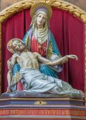 BRUGES, BELGIUM - JUNE 12, 2014: The neo-gothic carved Pieta in st. Jacobs church (Jakobskerk). — Stock Photo
