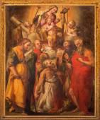 """BOLOGNA, ITALY - MARCH 15, 2014: Altar in """"Oratorio de Batutti"""" with the paint of Madonna with the saints by G. F. Bezzi 1564 (nickname Nosadella) in complex of baroque church Santa Maria della Vita. — Stock Photo"""