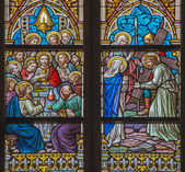 BRUGES, BELGIUM - JUNE 12, 2014: The Last supper and Jesus meet his mother scenes on the windwopane in st. Jacobs church (Jakobskerk). — Stockfoto