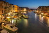 VENICE, ITALY - MARCH 11, 2014: Canal grande in evening dusk from Ponte Rialto — Stock Photo