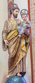 BRUGES, BELGIUM - JUNE 13, 2014: Carved polychrome satatue of Holy Jospeph in st. Giles church (Sint Gilliskerk) — Photo