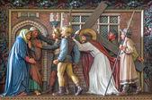 BRUGES, BELGIUM - JUNE 13, 2014: Jesus meet his mother. Relief in st. Giles church (Sint Gilliskerk) as part of the Passion of Christ cycle. — Stock fotografie