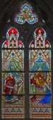Bruggy, belgie - 12 červen 2014: scény salomon král a královna saba a judita s hlavou holophernes na windwopane v kostele st. jacobs (jakobskerk) od j. dobbelare (1901). — Stock fotografie