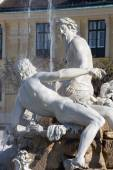 Vienna - The Fountain in the Forecourt Schonbrunn palace by Franz Anton von Zauner, Joseph Baptist Hagenauer with symbolic statue of regions  Galicia, Volhynia, and Transylvania. — Stock Photo