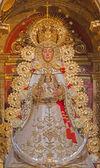 Sevilla, Španělsko - 28 října 2014: Pokrmům svěřenou socha Madony (Virgen del Rocijo) S. S. Rojas ze boční oltář v barokní kostel El Salvador (Iglesia del Salvador) conpleted v roce 1731. — Stock fotografie