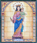 SEVILLE, SPAIN - OCTOBER 29, 2014: The ceramic tiled Madonna in the church Basilica del Maria Auxiliadora by artist M. Romero from 20. cent. — ストック写真