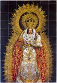 SEVILLE, SPAIN - OCTOBER 29, 2014:  The ceramic tiled Madonna in the church Basilica del Maria Auxiliadora by A. Morilla from 20. cent. — Stock Photo