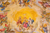 SEVILLE, SPAIN - OCTOBER 29, 2014: The fresco of Coronation of Virgin Mary on the ceiling of presbytery of church Basilica de la Macarena by  Rafael Rodrguez (1949) in neobaroque style. — Stock Photo