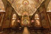 SEVILLE, SPAIN - OCTOBER 29, 2014: The nave of church Basilica de la Macarena with the frescoes by Rafael Rodrguez (1949) in neobaroque style. — Foto de Stock