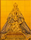 SEVILLE, SPAIN - OCTOBER 29, 2014: The ceramic tiled Madonna on facade of building Parroquia de Santa Cruz de Sevilla by artist A. Kiernam and manufactory Ceramica Santa Ana de Triana from 20. cent. — Stock Photo