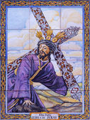 SEVILLE, SPAIN - OCTOBER 29, 2014: The ceramic tiled Christ with the cross by Juan Aragon from 20. cent. on the facade of church Iglesia de San Esteban. — Stock Photo