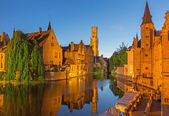 Brugge - View from the Rozenhoedkaai in Brugge with the Perez de Malvenda house and Belfort van Brugge in the background in the evening dusk. — Stock Photo