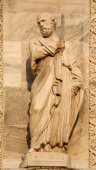 Milan - apostle statue from west facade of Duomo cathedral — Stock Photo