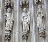 VIENNA - JANUARY 15: The apostle Jacob, Peter and John from west portal of Minoriten gothic church  on January 15, 2013 in Vienna. — Stock Photo