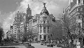 Madrid - look from Plaza de Cibeles to Cale de Alcala street and Metropolis building — Stock Photo