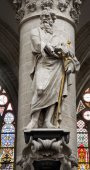 BRUSSELS - JUNE 22: Statue of Saint Paul the apostle from gothic cathedral of Saint Michael and Saint Gudula by sculptor Jeroom Duquesnoy de Jonge 1644 on June 22, 2012 in Brussels. — Foto Stock