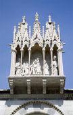 Pisa - campo santo - detail from gothic facade — Stockfoto