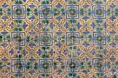 SEVILLE, SPAIN - OCTOBER 28, 2014: The detail of tiles in mudejar style in courtyard of Casa de Pilatos. — Stock Photo