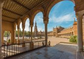 SEVILLE, SPAIN - OCTOBER 28, 2014: The portico of Plaza de Espana square designed by Anibal Gonzalez (1920s) in Art Deco and Neo-Mudejar style. — Stock Photo