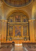 SEVILLE, SPAIN - OCTOBER 29, 2014: The Presbytery and main altar with the central paint the Adoration of shepherds in church Iglesia de la Anunciacion. — Stock Photo