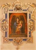 西班牙塞维利亚-2014 年 10 月 29 日: 漆的麦当娜在教会里的不知名画家玛丽亚马格达莱纳教堂圣. — 图库照片