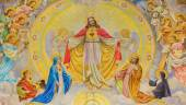 VIENNA, AUSTRIA - DECEMBER 17, 2014: The detail of big fresco of Heart of Jesus with the angels and patrons of the land designed by Josef Magerle (1948) in Erloserkirche church. — Stock Photo