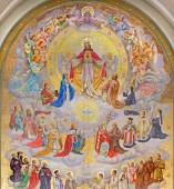 VIENNA, AUSTRIA - DECEMBER 17, 2014: The big fresco of Heart of Jesus with the angels and patrons of the land designed by Josef Magerle (1948) in Erloserkirche church. — Stockfoto