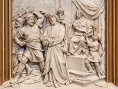 VIENNA, AUSTRIA - DECEMBER 17, 2014: The Jesus from Pilate relief as one part of Cross way cycle in Sacre Coeur church by R. Haas from end of 19. cent. — Stock Photo