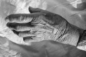 Hand of old woman — Stock Photo