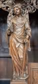 Leuven, bélgica - el 3 de septiembre: ángel tallado con el incienso forma de iglesia de st. michaels (michelskerk) en 03 de septiembre de 2013 en lovaina, bélgica. — Foto de Stock