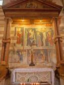 VERONA - JANUARY 27: Side altar of knotted columns. Frescos by unknown artist 14. - 15. cent. in basilica San Zeno in January 27, 2013 in Verona, Italy. — Stock Photo