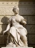 Goddess of paint - Vinna - facade of history art museum — Stock Photo