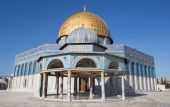 JERUSALEM, ISRAEL - MARCH 5, 2015: The Dom of Rock on the Temple Mount in the Old City. Dome was constructed by the order of Umayyad Caliph Abd al-Malik (689 and 691) and tiled by sultan Suleiman. — Stock Photo