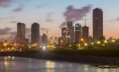 Tel Aviv, İsrail - 2 Mart 2015: Sabah eski Yafa ve Tel Aviv altında sahil. — Stok fotoğraf