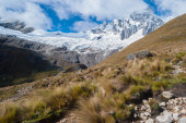 Peru - Tawllirahu peak (hispanicized spelling Taulliraju - 5,830) in Cordillera Blanca in the Andes from the trek of santa Cruz. — Stock Photo
