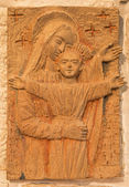 """BETHLEHEM, ISRAEL - MARCH 6, 2015: The Madonna with the child. The relief in terracotta  in """"Milk Grotto"""" chapel by artist P. A. Farina from year 1994. — Stock Photo"""