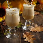 Pumpkin spice latte with whipped cream and caramel — Stock Photo