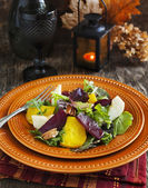 Salad with roasted beetroot, apple and pecans — Stock Photo