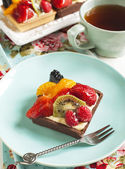 Tartlets with chantilly cream and berries — Stock Photo