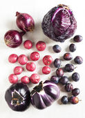 Collection of fresh purple toned vegetables on white wooden background — Stock Photo