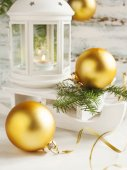 Christmas card with candle lantern and sledge on wooden backgrpu — ストック写真