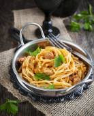 Linguine with meat tomato sauce. Italian pasta with meat sauce. — Stock Photo