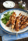 Barbecue chicken skewers with yogurt sauce. — Stock Photo