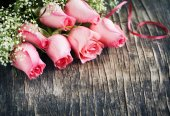 Bouquet of pink roses on wooden background — Foto de Stock