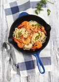 Frying pan of prawns spaghetti with creamy sauce — Stock Photo