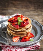 Stack of pancakes with fresh strawberry and balsamic glase — Stock Photo