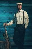 African american jazz musician with saxophone in front of old wo — Stock fotografie